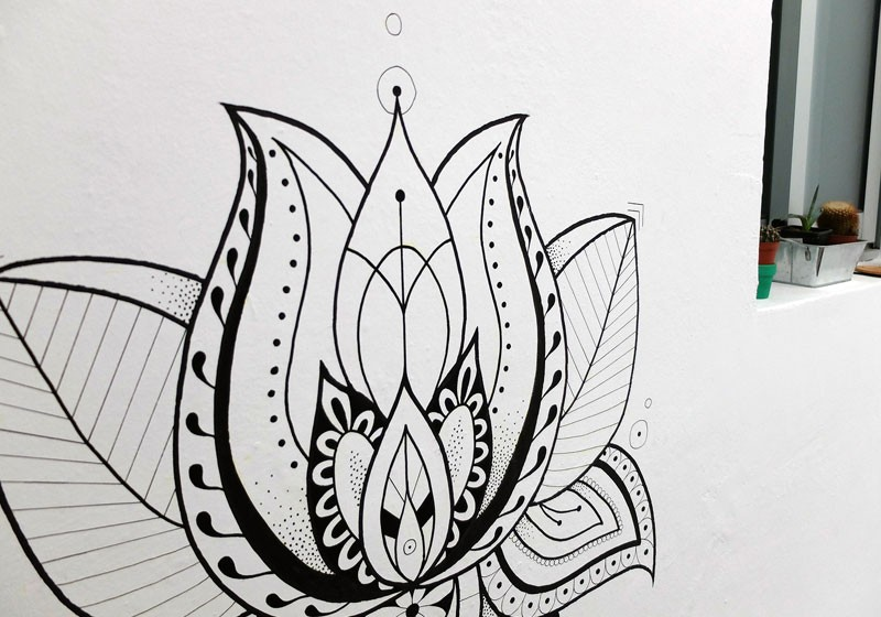 creation dessin peinture murale fleur de lotus stylise decoration