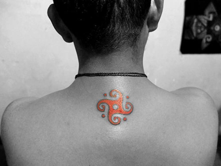 soleil inca rouge wari dessin de tatouage dos