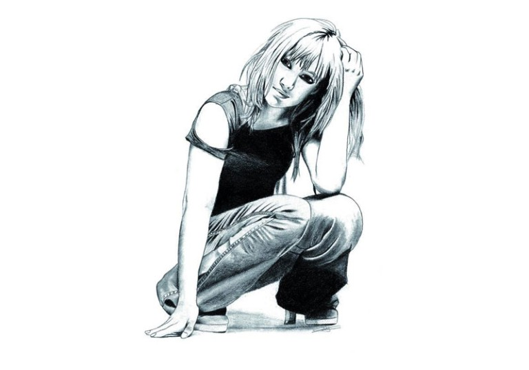dessin hyperrealiste crayon a papier femme corps entier