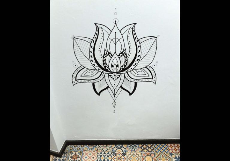 creation artistique fleur de lotus peinture murale maison decoration